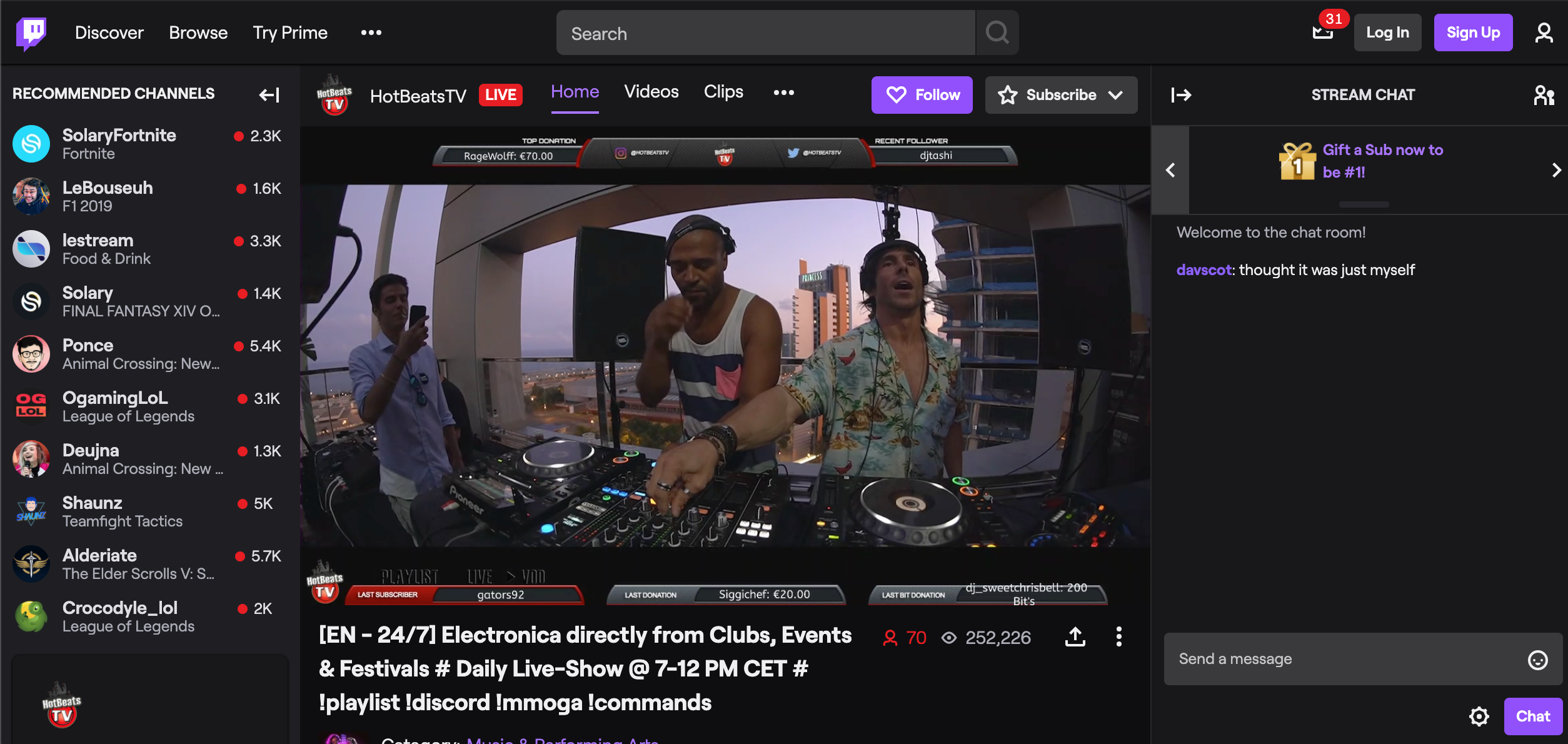 Live streaming session on Twitch, perfect during the confinement
