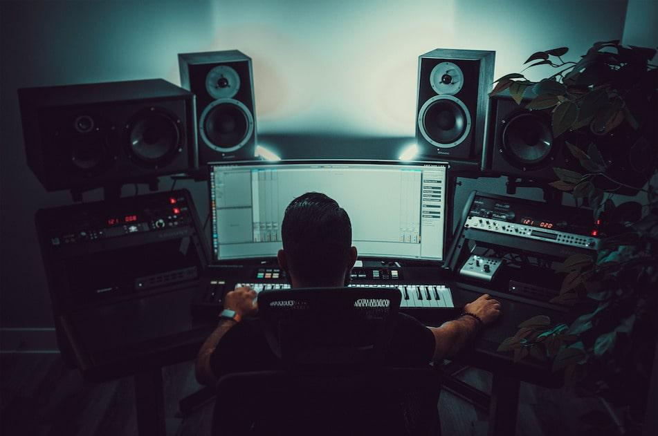 L'ingénieur du son pour l'enregistrement de vos morceaux en studio