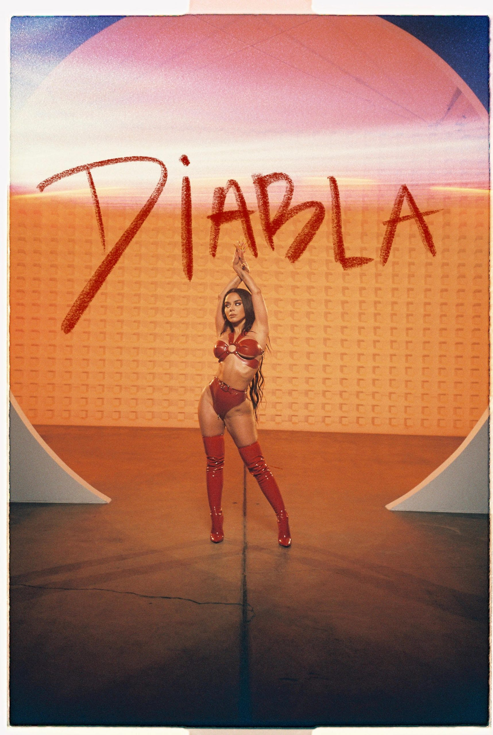 "Izzy La Diabla estrena su nuevo sencillo ""Diabla"""